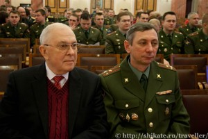 Г.С.Шевченко, зав. ОВЛ (слева)