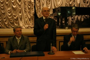 В.В.Федоров начал собрание, предоставив слово министру культуры России